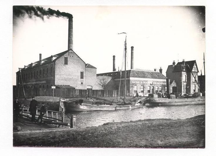 Cacaofabriek Helmond ongeveer 1935 - 1945: Bedrijfsverzamelgebouw • Bezemer houtbewerking • Opslag textielgrondstoffen  • Fabriekskeuken • Weefkammen en rietindustrie