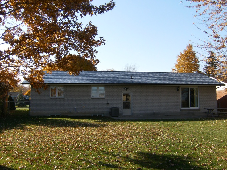 White Raised Ranch home with Char Grey Shake Blend, Tilbury Ontario 2008.    http://www.finalroof.com/metal_enhanced_roofing.html
