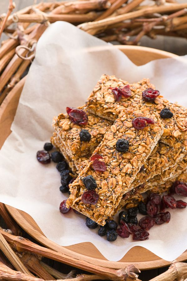 Erdnussbutter-Datum Bars sind hausgemachte Energieriegel beladen mit Ballaststoffen, Eiweiß, Mineralien und Antioxidantien.