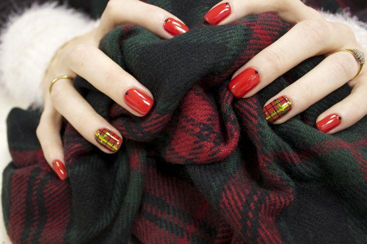 #tartan #festive #nail #art #christmas #nails #ilovenails #gelnails #biosculpturegel #art #winter #design