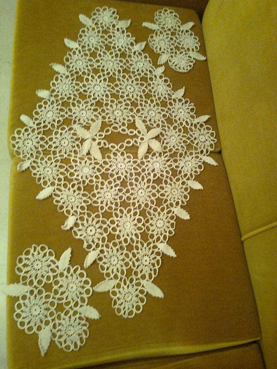 Needlecraft crochet doilies all woven by Vintageandelegant on Etsy, €75.00