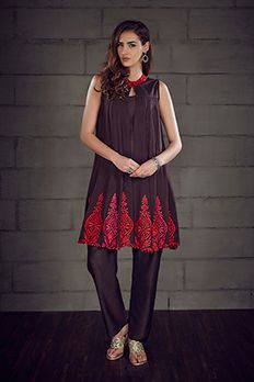 Georgette kurti embellished with resham work with silk pants by #Benzer #Benzerworld #Kurta #Pants #EthnicWear #IndianWear