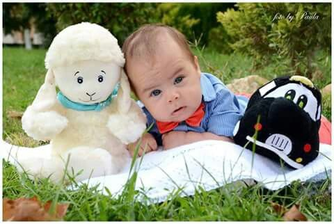 ideea for a baby photo with toys at my baby party