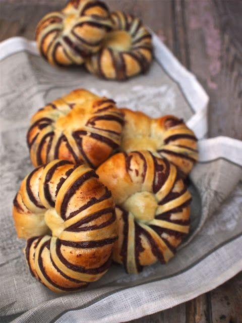 Helena's Kitchen: 红豆面包卷 (Red Bean Rolls)