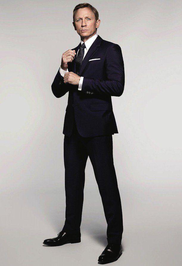 ダニエルクレイグ、ネイビースーツ、007,着こなし