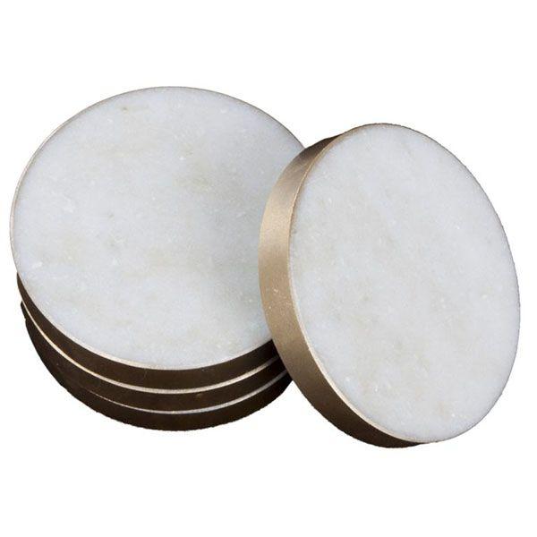 Härliga glasunderlägg i marmor att placera ut under dina snygga glas. Dessa underlägg har också en underbar och stilren kant i mässing längs med. Våra glasunderlägg i marmor är framtagna av 100% svensk marmor och är mycket tåliga mot vatten. Boldliving.se