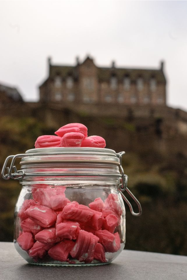 Edinburgh Rock recipe, love it! Legend has it that some boiled sweets were left exposed to the air overnight and went soft and powedery