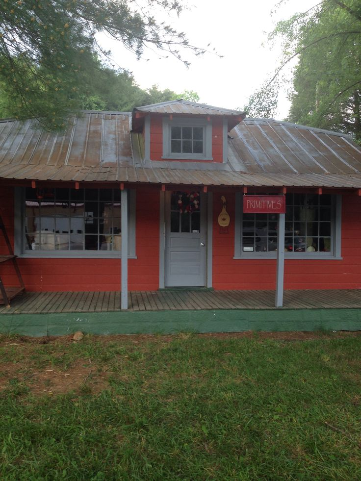 New primitive,antiques and folk art shop.   This is sooo cute. Check it out.  Wilbar, NC