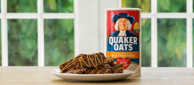 Barritas Navideñas de Avena Quaker y Chocolate, Rociadas con Dulce de Leche
