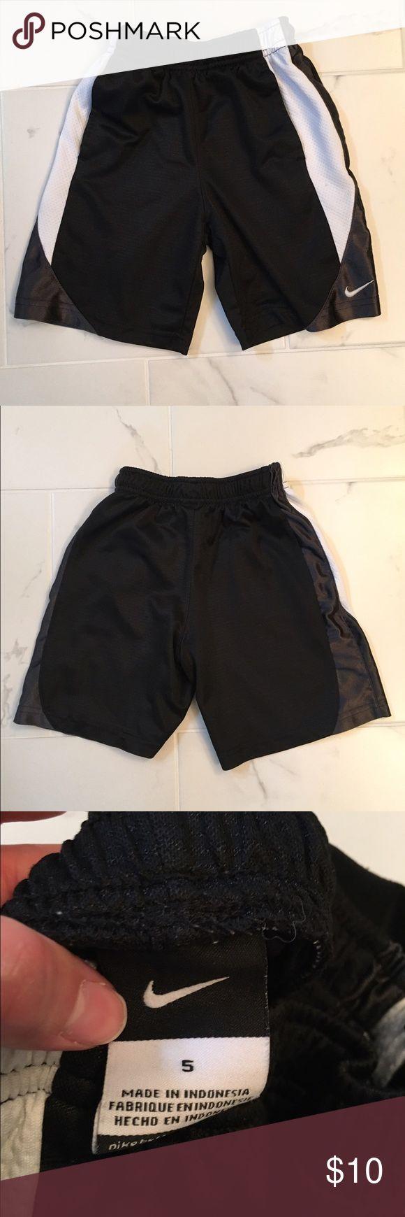 Boy's Nike shorts size 5 Nike boy's shorts size 5...gently worn Nike Bottoms Shorts