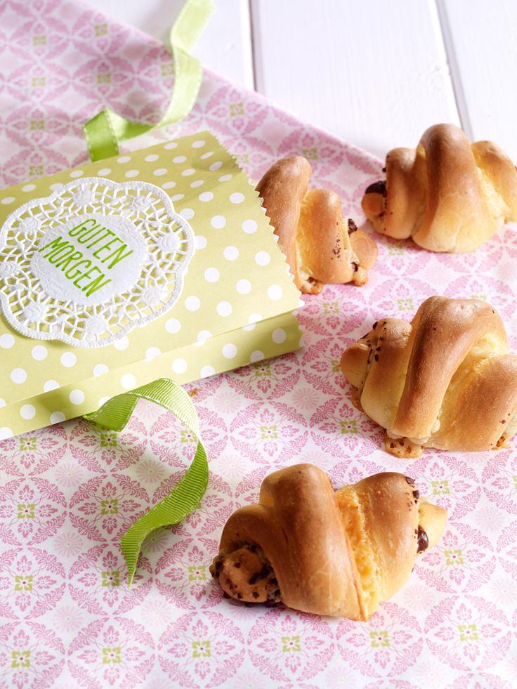 Marzipanhörnchen - Süße Hörnchen, gefüllt mit Marzipan und Schokolade