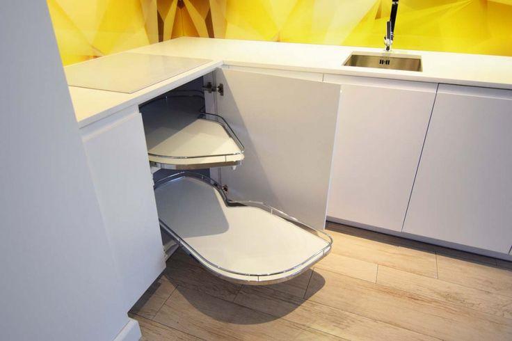 Funkcjonalne rozwiązania w #kuchniach na #wymiar - szafki #cargo, ciche domknięcia, wysuwane #blaty itp.