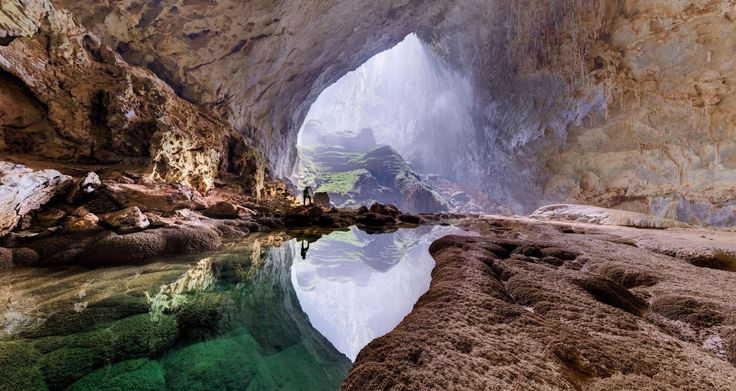 A series of 360° panoramas allows anyone with an Internet connection to experience Vietnam's Son Doong cave, one of the planet's biggest.