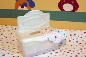 Homemade baby wipes = recette de lotion pour lingettes bébé #DIY #sew