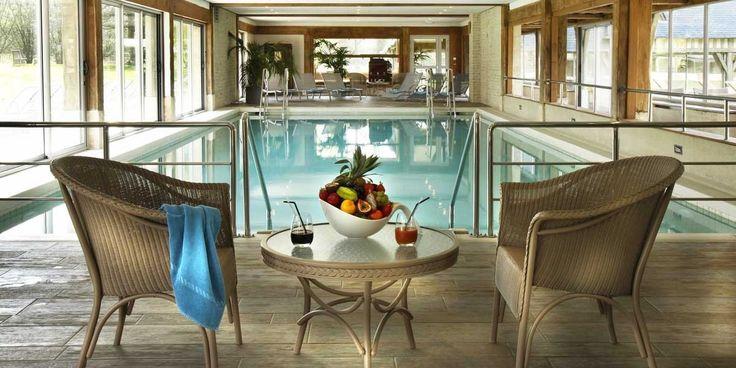 Piscine chauffée - Les Manoirs de Tourgéville - 4 étoiles - Deauville #deauville #hotel #normandie #normandy #swimmingpool #indoorpool #interior #spa #france