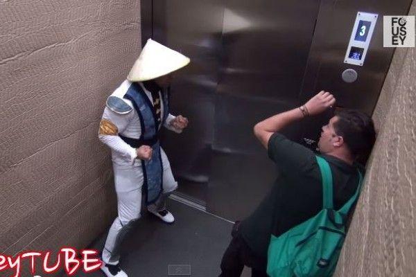 Personajes de Mortal Kombat sorprenden en un ascensor (Video)