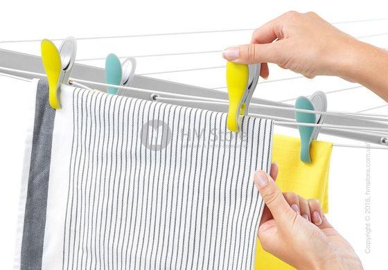 Набор прищепок для белья Вrabantia Smart Clothes Pegs, Yellow and Mint станет отличным помощником для каждой хозяйки. «Умные прищепки» надежно зафиксируют ваши вещи на бельевой веревке, не оставляя при этом никаких следов. Удобная конструкция и прорезиненное покрытие обеспечат комфортное пользование. Brabantia – сделано с любовью для Вас!