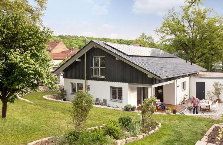 Bungalow mit Garage und Satteldach - Fertighaus Holz von Schwörer Haus - HausbauDirekt.de