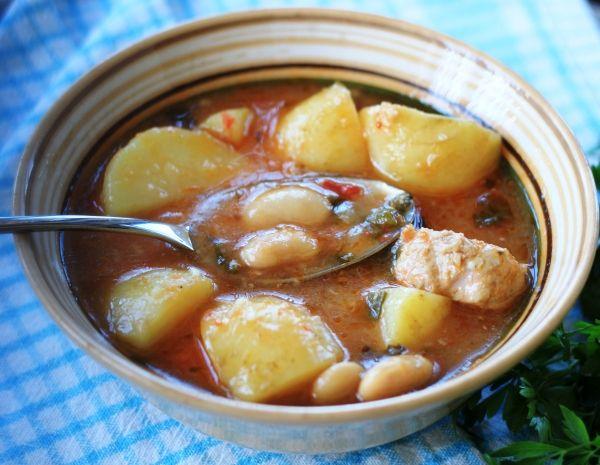 Чанахи, рецепт которого вы найдете в моем блоге, это адаптированная версия оригинального грузинского блюда, наш семейный рецепт из свинины с фасолью