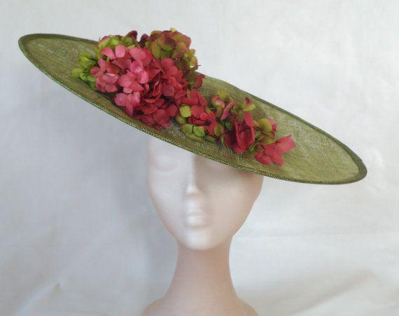 Pamela verde y coral-pamelas y tocados-pamelas boda-Pamela con flores-Pamela de boda de dia-invitadas de bodas-sombrero para boda-tocados -