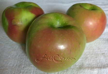 #Organic, #treeripened #grannysmith #apple. Did you know that #tree ripened granny smith #apples have a red blush and while still tart, are not quite as sour as its less #ripe, entirely #greenapple? http://www.FoodCult.com - Galganov's #recipes and More - #Food Matters!