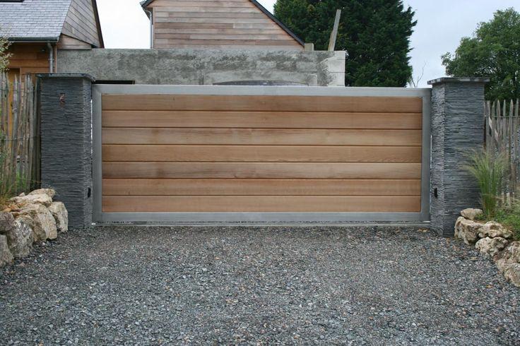 Portail bois, cadre métallique