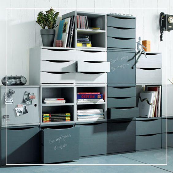 Un bloc à 2 tiroirs redouble d'ingéniosité pour nous permettre de tout ranger : livres, magazines, etc.