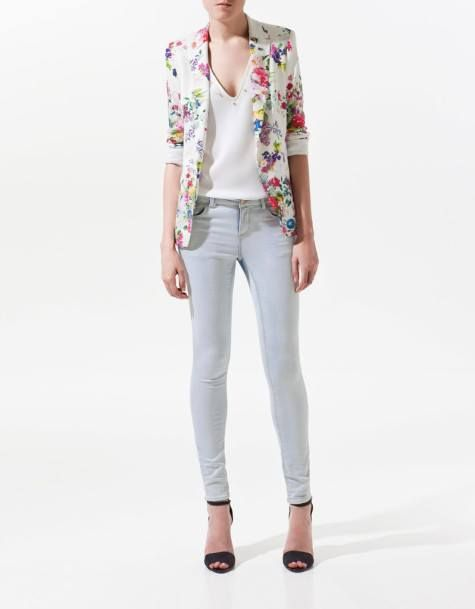HQ 3298 White Flower Blazer. Bust 92 Shoulder 42 Sleeve 60 Length 6.