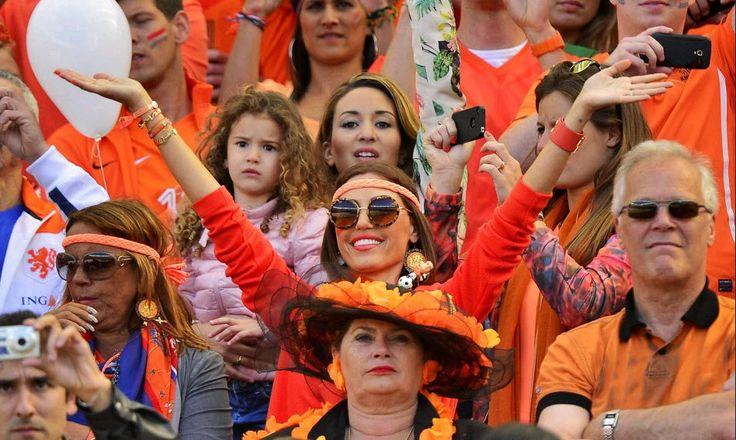 In Ditjes & Datjes 4 iedereen in oranje. Yolanthe, supporter van Oranje