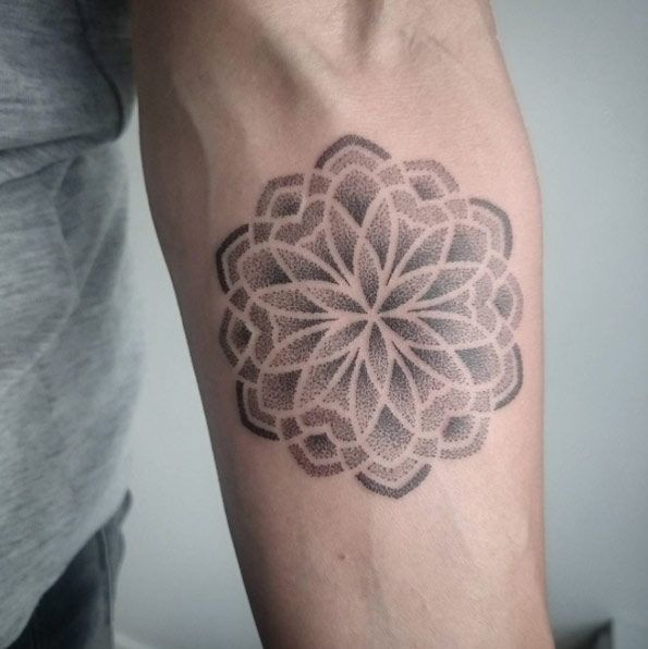 Dotwork mandala design by Paranoir Ink