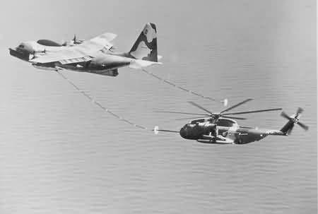 Lockheed 382 HC-130P Hercules USAF y Sikorsky S-65A-53B HH alegre estupendo