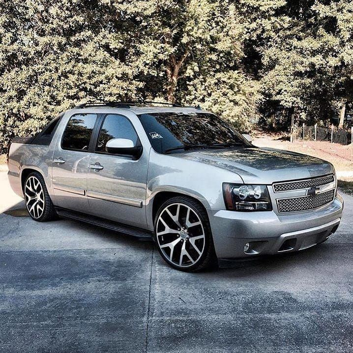 Omg I Actually Adore This Color Choice For This Liftedchevytruck Avalanche Truck Chevy Avalanche Avalanche Chevrolet