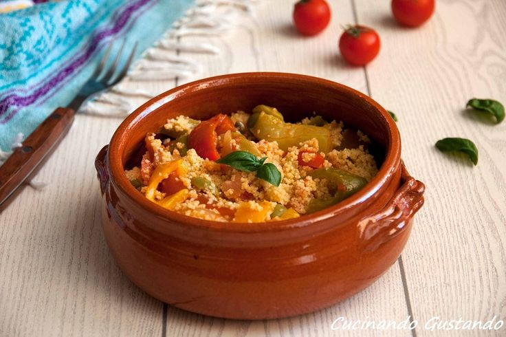 Il Cous cous con peperoni è un piatto molto gustoso dal sapore estivo. Perfetto come primo piatto o come contorno per un secondo piatto.