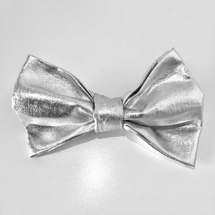 Bow tie by Mutt & Stray