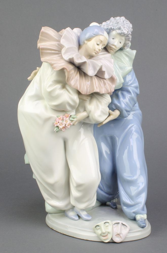 "Lot 139, A Lladro group of 2 clowns, the base with mask detail 5658 11"" est £80-120"