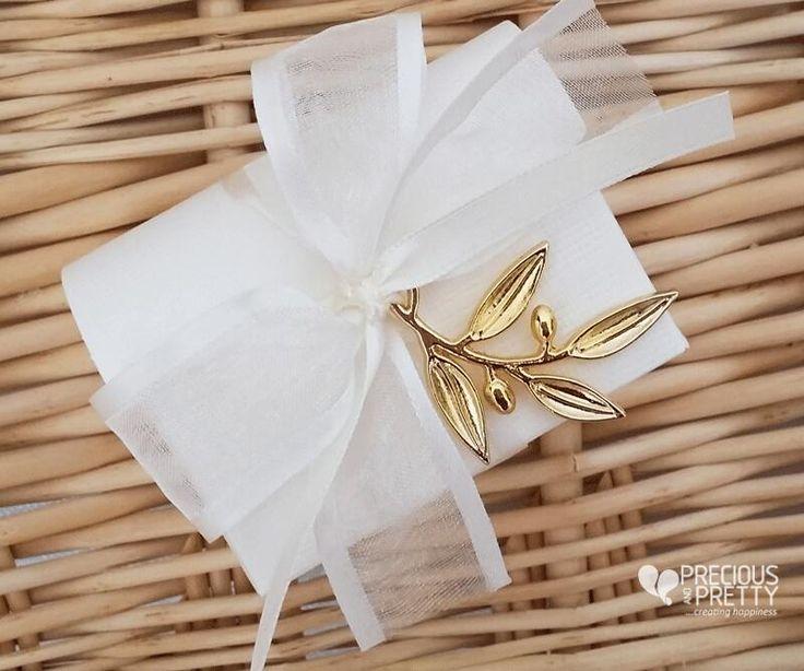 Μπομπονιέρες γάμου κουτάκια ελιά!Greek wedding favor boxes with olive leaves! #gamos #bombonieres #wedding #favors #greek #koufeta #olive