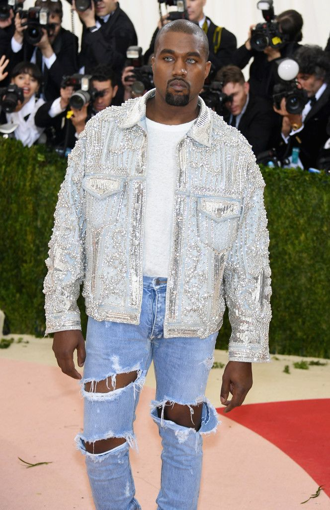 Kanye West Photos - 'Manus x Machina: Fashion In An Age of Technology' Costume Institute Gala - Arrivals - Zimbio