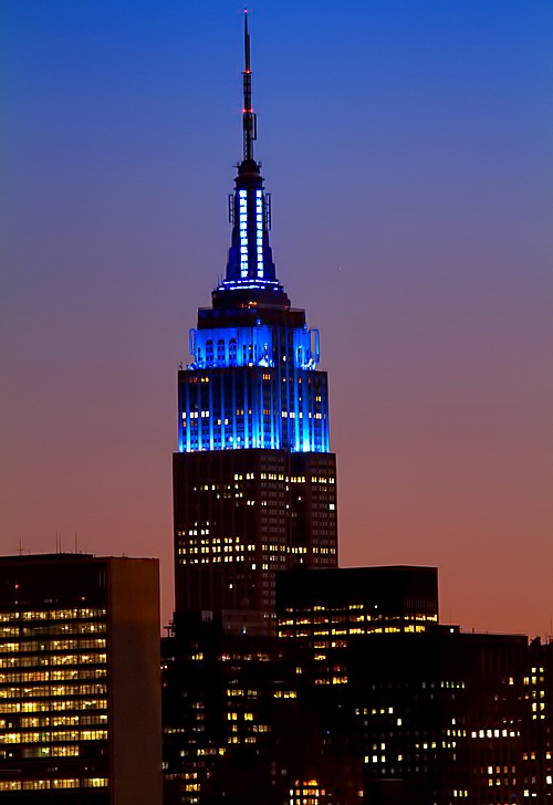 Empire State Building dons blue for Police Memorial Week. #NYC #policeweek (via #spinpicks)