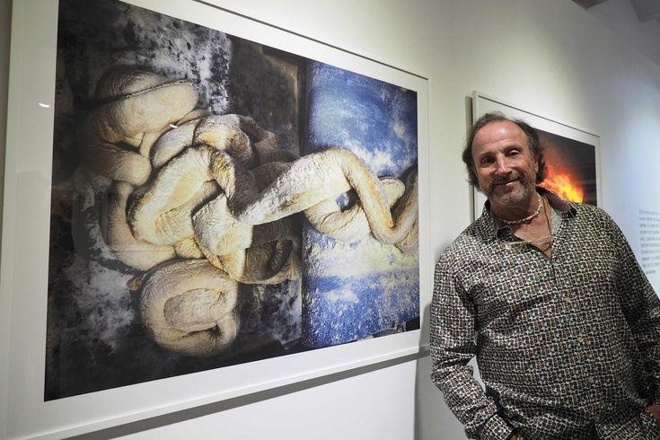 Inaugurada la exposición 'Farina blana' de Tino Soriano - Fotógrafo - Página oficial que se podrá ver hasta el 5 de diciembre del 2015 en el Espai Eat Art de la Fundació Lluís Coromina de Banyoles (Girona). Impresiones #fineart #giclée en Hahnemühle #PhotoRag 308gsm. Foto: Pere Duran