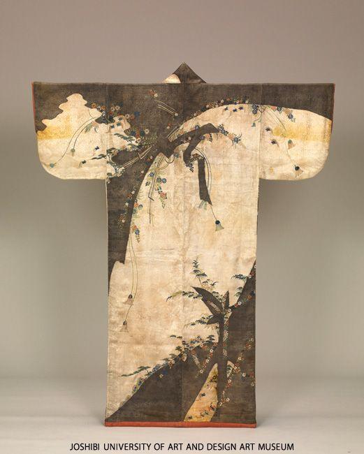 熨斗草花模様小袖/Kosode with noshi ornament and flowering plants Edo period (1603-1868) 17th century Tie-dyeing (nui-shime), embroidery and stenciled gold leaves (surihaku) on white figured silk satin (rinzu) ground via www.joshibi.net