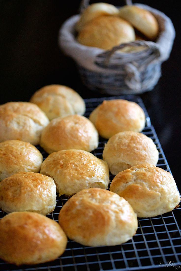 On en croque 1, 2, 3 puis on les finit tous ces petits pains au lait au levain  !