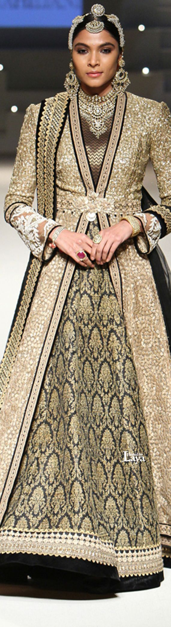 Tarun Tahiliani Grand Finale: Amazon India Fashion Week Spring/Summer 2016