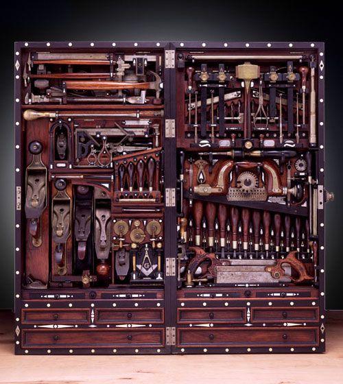 Caixa de ferramentas para consertos de pianos foi criada e aperfeiçoada no decorrer de 30 anos por Henry Studley.
