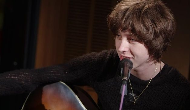 Canción de The Killers en versión acústica por cantante de banda galesa indie