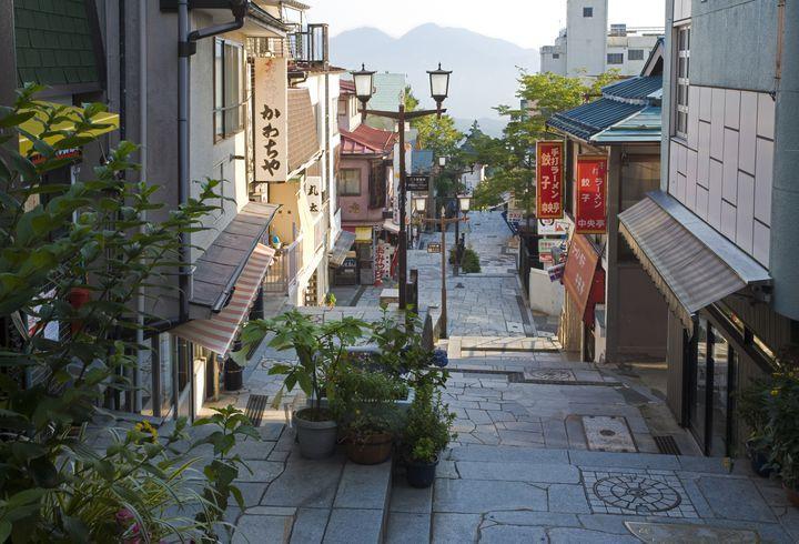 群馬県渋川市、標高約700mの所に位置する伊香保温泉