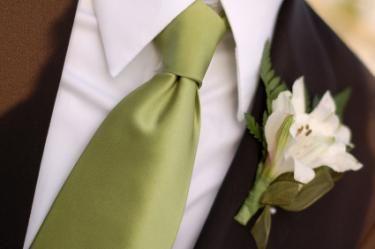 Olive Green tie for the groom #oliveandtopaz #wedding #groom