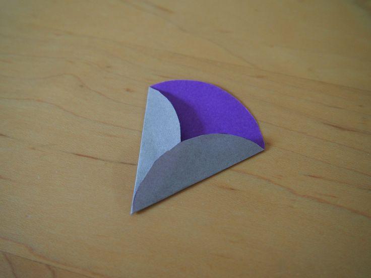 今日は折り紙の苦手な私でも出来た、簡単なくす玉の作り方です。あ、これも色んな所で既に紹介されていますけどね。《簡単なくす玉作り方》1:両面色紙に丸い円を描...