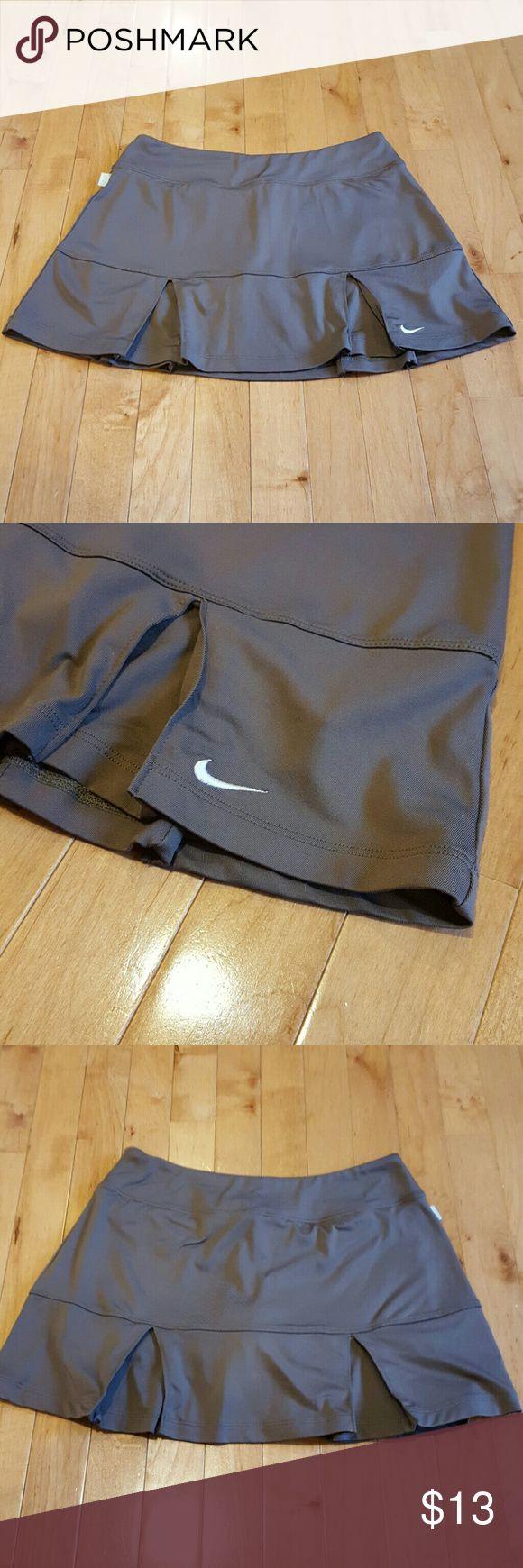 Nike Tennis Skort Dri-fir gray Nike tennis skort. Perfect condition, never worn! Nike Shorts Skorts