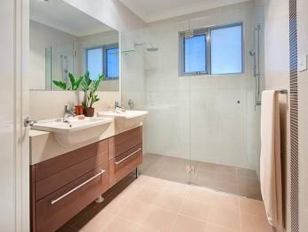 Classic bathroom design with recessed bath using ceramic - Bathroom Photo 453466
