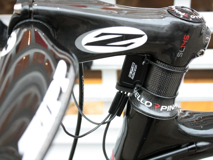 Zipp Vuka Sprint bar and SL145 stem make up the cockpit. The bars are wrapped with Arundel's beautiful Gecko Fur bar wrap (out of shot!). Stunner! www.7hundred.co.uk